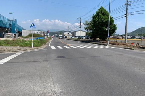 3.信号のない交差点を直進します。