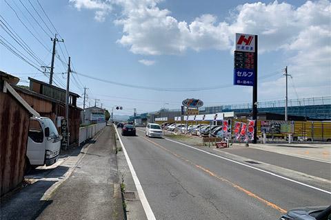 1.雲仙方面から進んでガソリンスタンド「平尾商事」が右手に見えます。